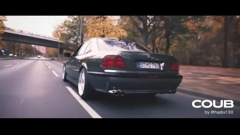 7er BMW SCHWARZ CHROM foliert