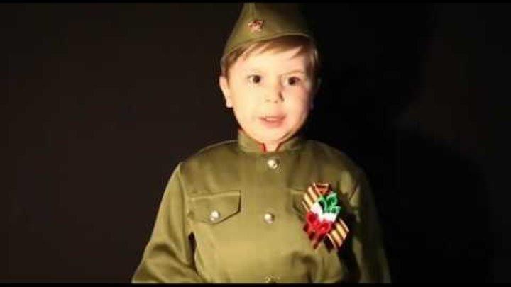 Надо так петь эту песню, что бы вся страна встала - 4 -летний мальчик поёт песню Cвященная война