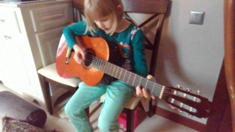 Песня на гитаре во саду ли в огороде 1 часть