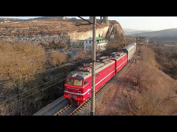 ВЛ10-1823 с двухэтажными вагонами в инкермане.13.11.2019 г.