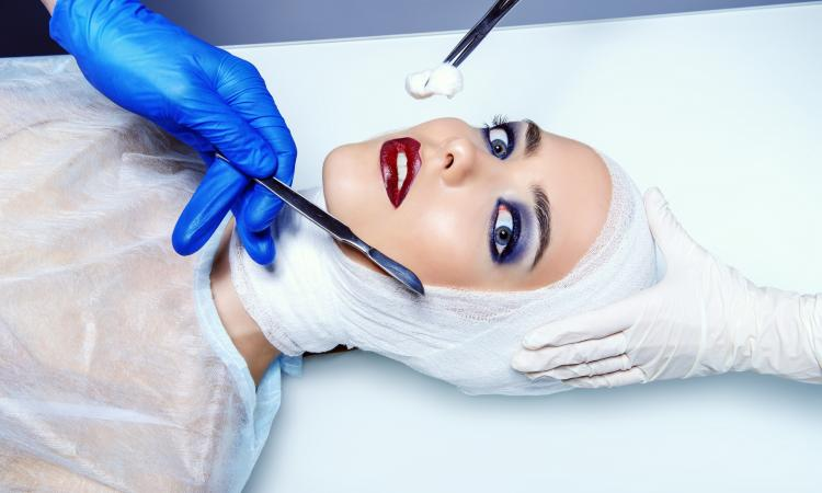 Пластическая хирургия. Что она дает пациенту, и почему операции так востребованы