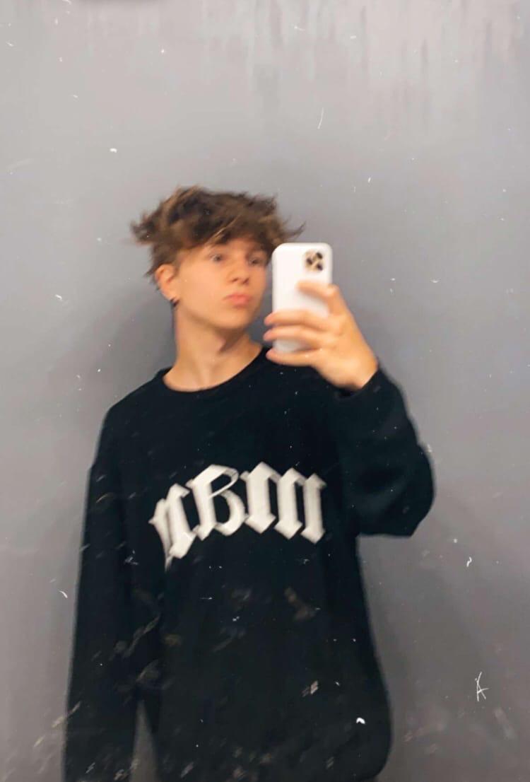 Dylan, 18, Philadelphia