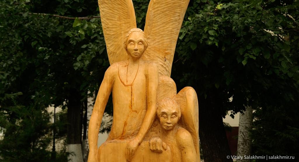 Скульптура ангела в Струковском саду, Самара 2020