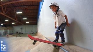 3-х летний скейтбордист!