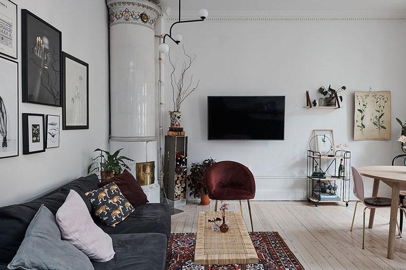 Замечательная шведская двушка с синей кухней и терракотовой спальней (58 кв.