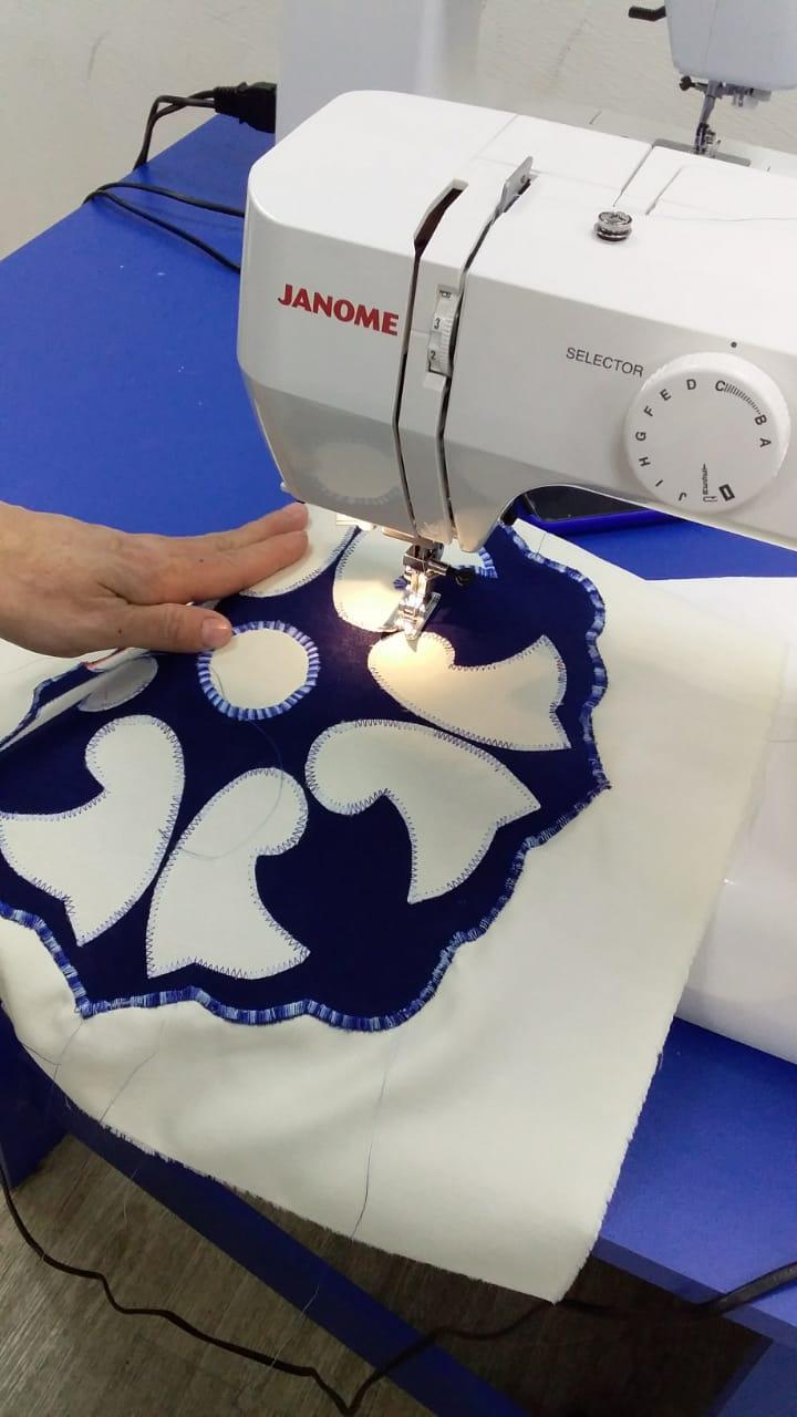 Городской центр образования продолжит занятия по шитью сувениров в фонде «День добрых дел», изображение №1