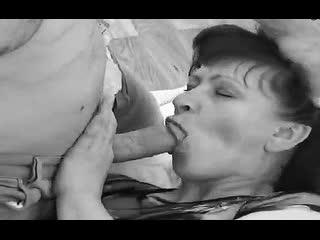 ПОРНО ИНЦЕСТ -- ОТЕЦ УЧИТ СЫНА ТРАХАТЬ МАТЬ -- русское семейное порно мжм