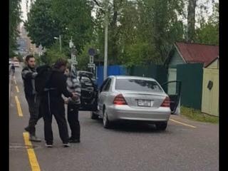 В Мурино пешеход сделал замечание водителю мерса с армянскими номерами. За это получил по лицу.