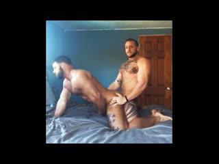 Как качки приходят домой с качалки гей порно домашнее хуй в анал секс ёбля