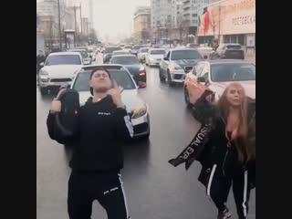Инстаблогеры перекрыли Новый Арбат ради съемок клипа
