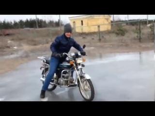шок пацан дрифтит на мотоцикле