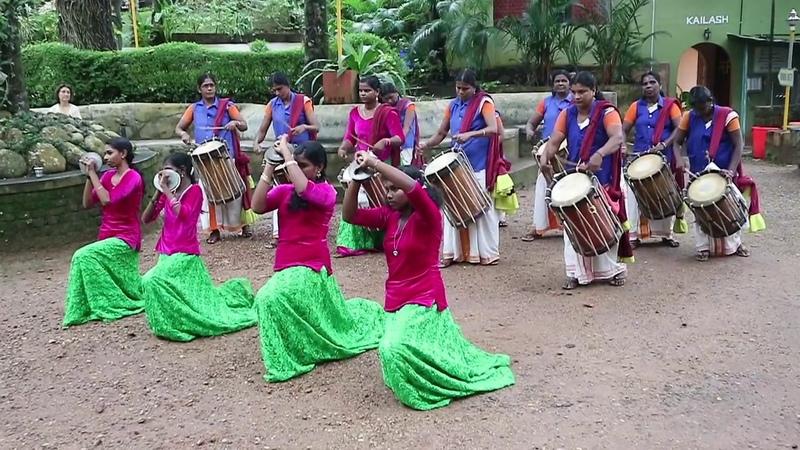 Праздник Онам в Керале Барабанщицы