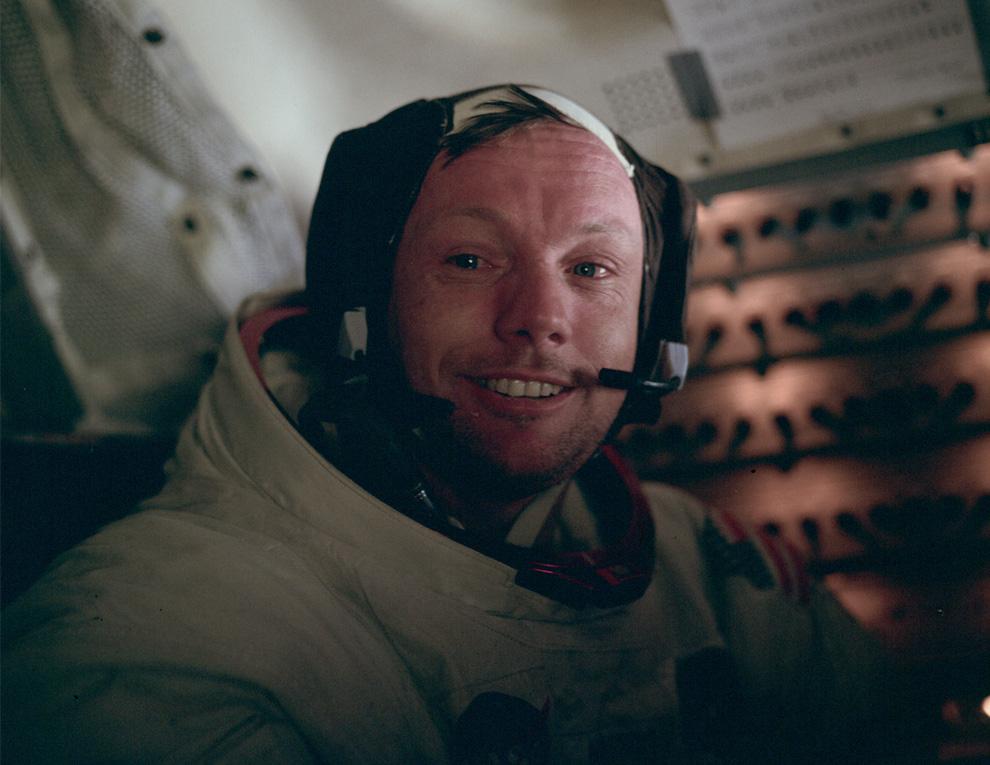 24) Баз Олдрин сфотографировал Нила Армстронга после первого выхода на поверхность Луны. Это снимок человека, который несколькими часами ранее первым из людей вступил на поверхность Луны. (NASA)
