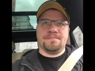 У всех же есть видосы из машины, где автор видео подпевает музлу