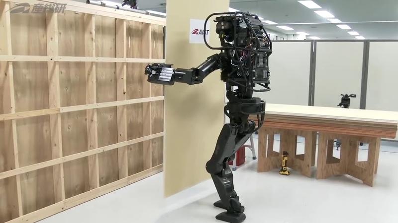 Робот монтирует гипсокартон
