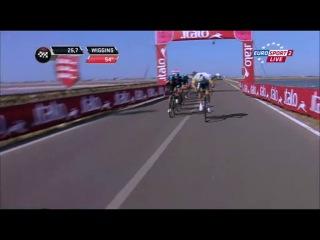 Завал и преследование Брэдли Виггинса на 6 этапе Джиро дИталия 2013 www.worldvelosport.com