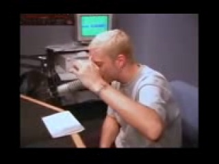 vidmo_org_Eminem_chitaet_rjep_v_kotorm_100_raz_govorit_slovo_fak__2658.4
