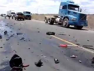 Последствия аварии на 300 кмч, мотоцикл и грузовик лоб в лоб. Hayabusa.mp4