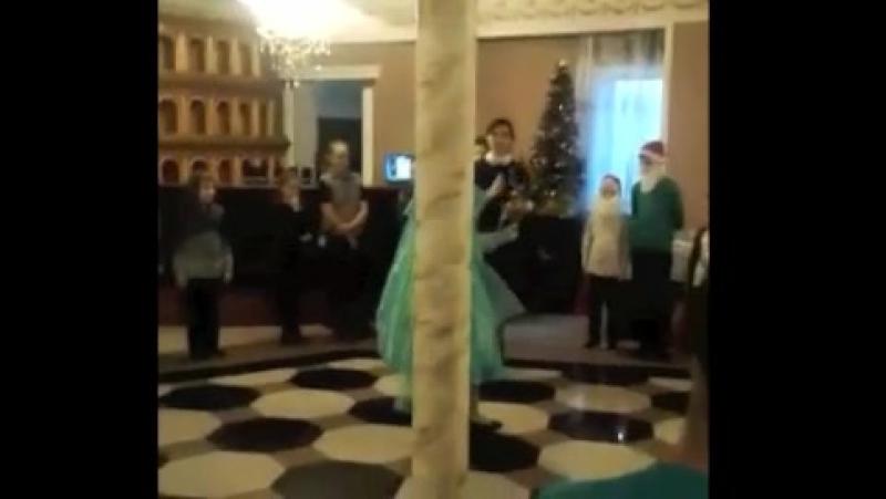 алласаликова дочь Первый опыт в качестве ведущей на детском корпоративе Поздравляю