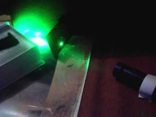 Мощный зеленый лазер: красные спички и пластик.avi