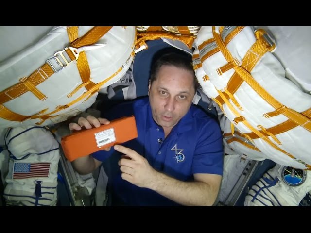 Год на орбите. Груз неземного назначения. Фильм 3 A Year In Space. Out of This World Delivery