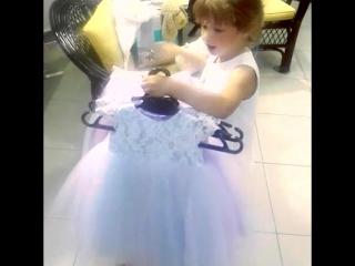 Примерочка юной модницы в салоне VESSNA