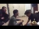 = Наши плохому не научат: сирийские солдаты играют в игру Дай ложкой по голове =