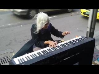 Когда эта бабуля села за пианино, все смеялись Но когда она начала играть (21