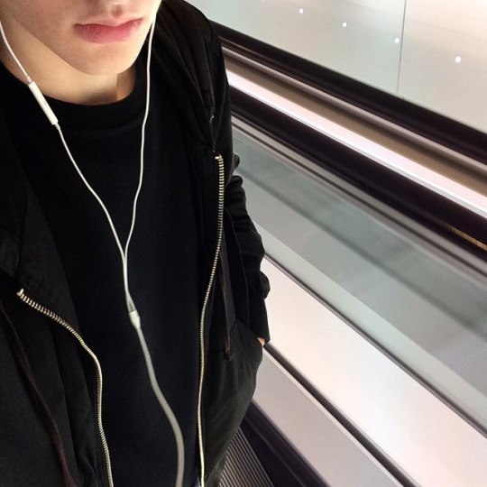 фото парень в москве без лица