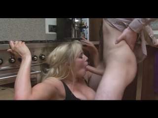 Молодняк имеет маму друга, stepmom milf mature sexy wife old woman young boy bus