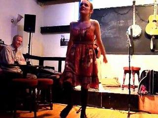 Hannah James & Sam Sweeney - Sportsman's Hornpipe / Clog Dance