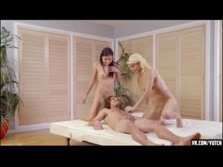 СЕСТРЫ ЗАХОТЕЛИ БРАТСКОЙ ЛЮБВИ Adria Rae, Elizabeth Jolie In Step Sister Throws Me A Bone STEP INCEST SEX PORNO ORAL