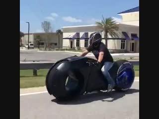 Австралийская мастерская parker brothers concepts создала электромотоцикл в стиле фильма «трон»