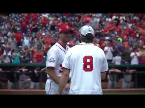 Игроки Вашингтона привезли Кубок Стэнли на бейсбольный стадион Nationals Park