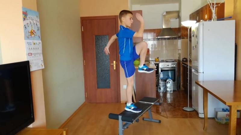 Тренировка ног для юных футболистов