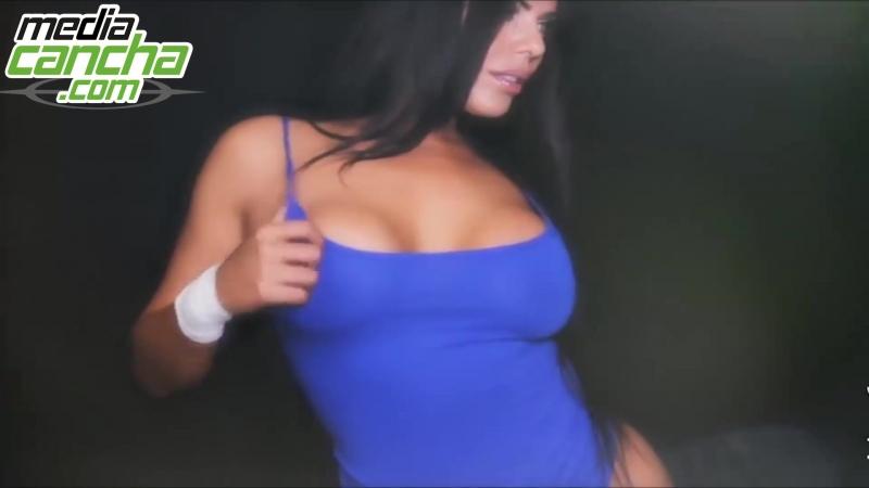 Suzy Cortez dominando el Balón