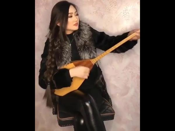 Qazaxıstan Türk qızından gözəl ifa.