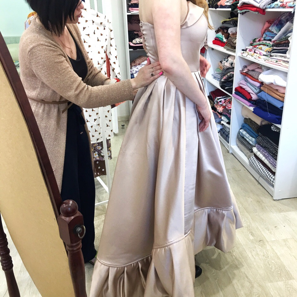 Самые волнительные примерки выпускных платьев  Но как интересно наблюдать за процессом их создания !