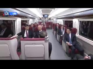 Си Цзиньпин прибыл в новый пекинский международный аэропорт Дасин на подземном экспрессе
