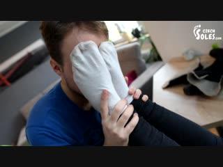 Видео заставляет нюхай мои носки, смотреть супер попы