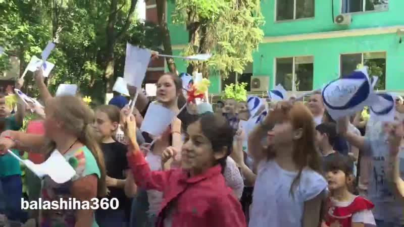 В летнем лагере Балашихинского РЦ Росинка прошла дискотека, как часть музыкальной терапии. Танцы помогают детям с ограниченным
