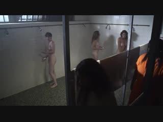 Лесбиянки насилуют молодую девушку в тюрьме (изнасилование в женской тюрьме, засунула руку в пизду, кричит от боли)
