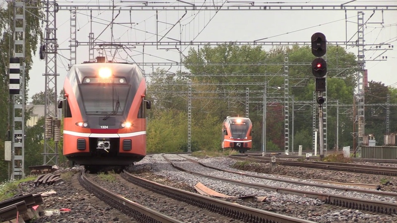 Штадлерские электро и дизель поезда Stadler EMU and DMU trains at Lilleküla stop