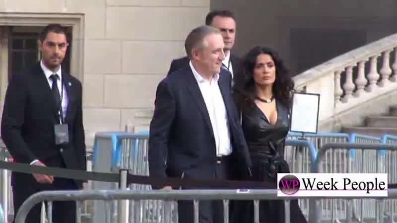 Сальма Хайек с супругом посетили показ YSL в Париже 01 07 2013