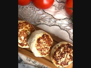Куриные бомбочки с сыром и шпинатом