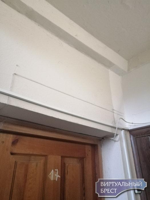 """Жители дома по ул. 17-го Сентября №30 """"похвастались"""" ремонтом в подъезде"""