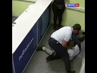 Аэропорт Внуково. Сотрудник авиакомпании тяжело пострадал от побоев путешественников