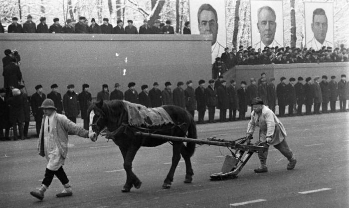 """Парад в честь 51–й годовщины """"Великого Октября"""", Минск, 1968 год."""