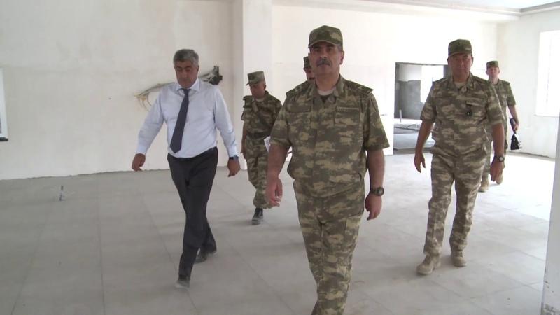 Müdafiə naziri cəbhəboyu zonada tikintisi davam edən bir neçə hərbi hissədə olub - 14.08.2019