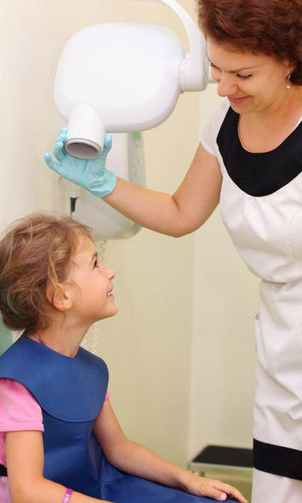 Ребенок может получить пользу от посещения детского стоматолога , а не обычного стоматолога, точно так же, как он получает пользу от посещения педиатра, а не обычного врача.